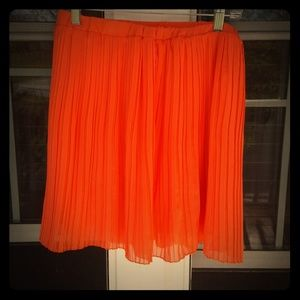 Super fun orange pleated mini skirt
